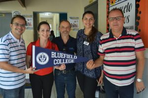 Cesmac e EducationUSA recebem representante da Bluefield College